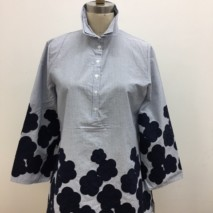 Navy long sleeve blouse w/flower applique